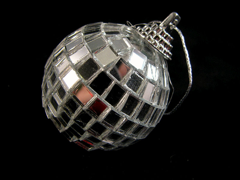 Zilverkleurige kerstbal
