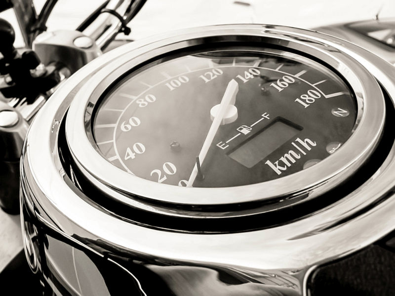 Snelheidsmeter in zwart-wit