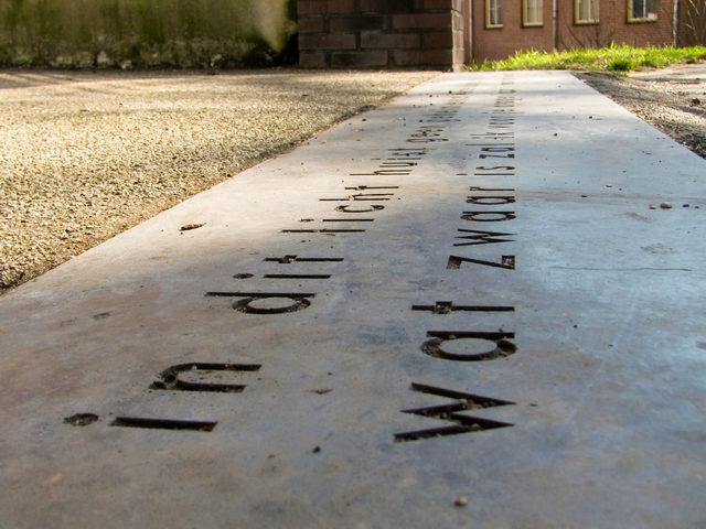 Tekst op een steen