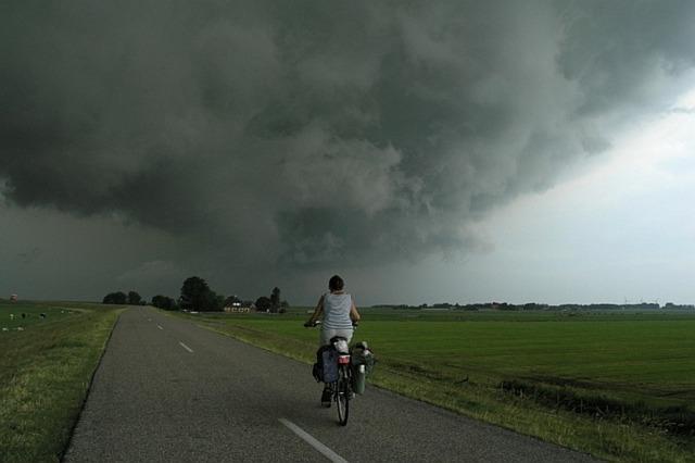 fietsen-wolken