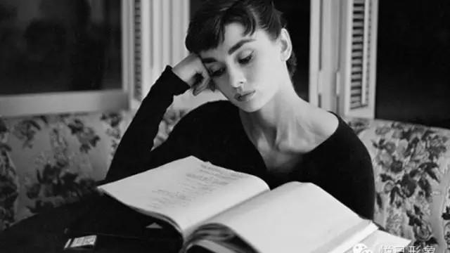 lezende-vrouw