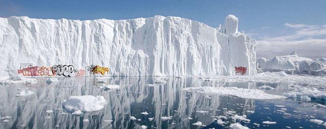 IJsberg met grafitti