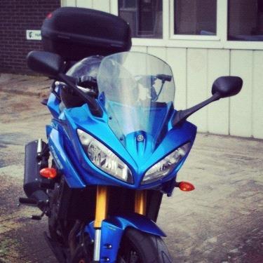 Blauwe Yamaha Fazer