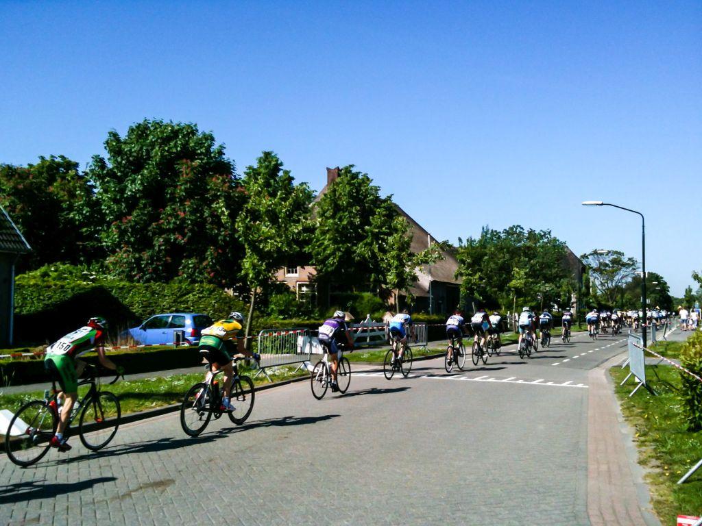 Wielrenners in Wijk en Aalburg