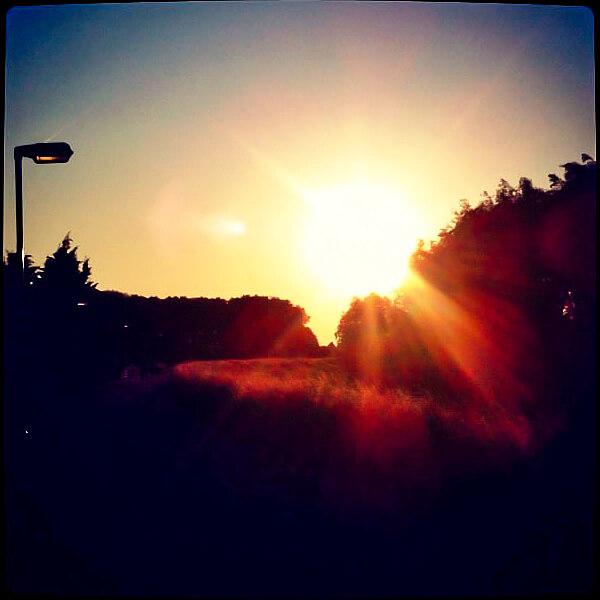Zonsondergang op de dijk in Sleeuwijk