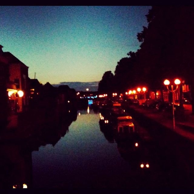 Lingehaven by night