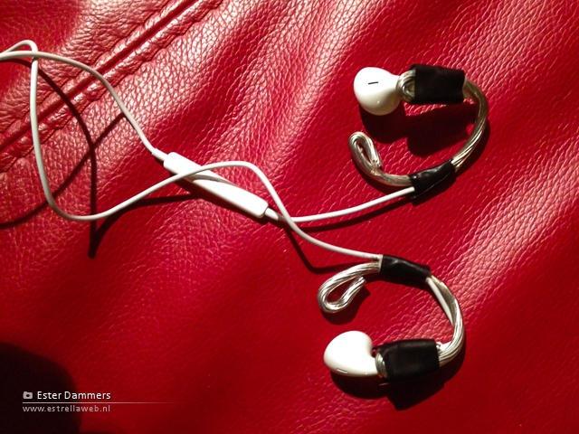 EarPods met zelf gemaakte beugeltjes