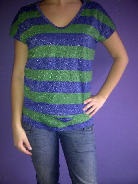 groen met blauw gestreept shirt