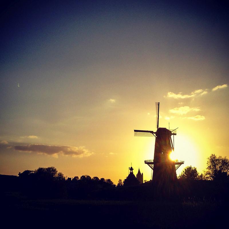 Molen de Hoop met zonsondergang