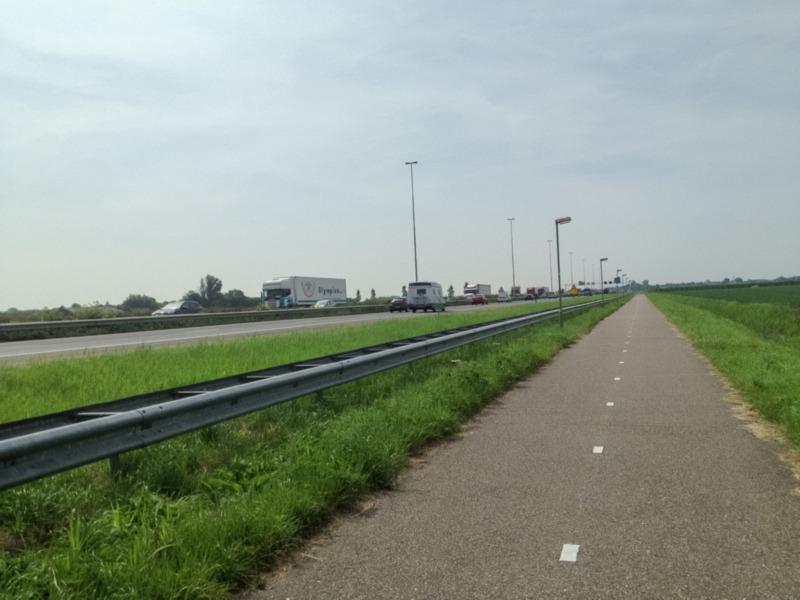 Fietsen langs de A27