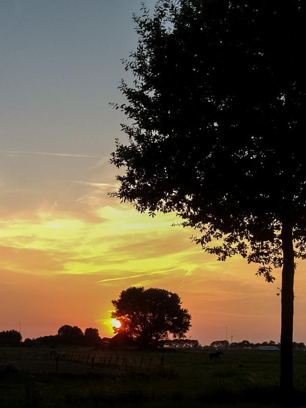 Mooie zonsondergang in Sleeuwijk
