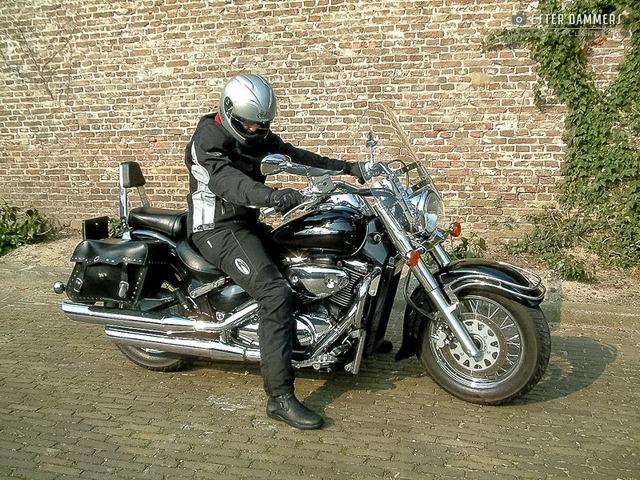 Mijn moeder met haar motor (15-3-2007)