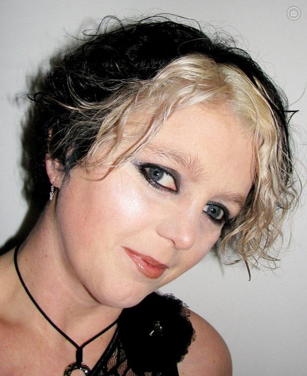 Met zwart en blond haar