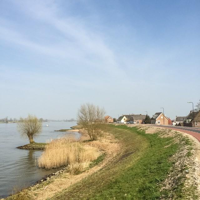 Fietsen over de Lekdijk