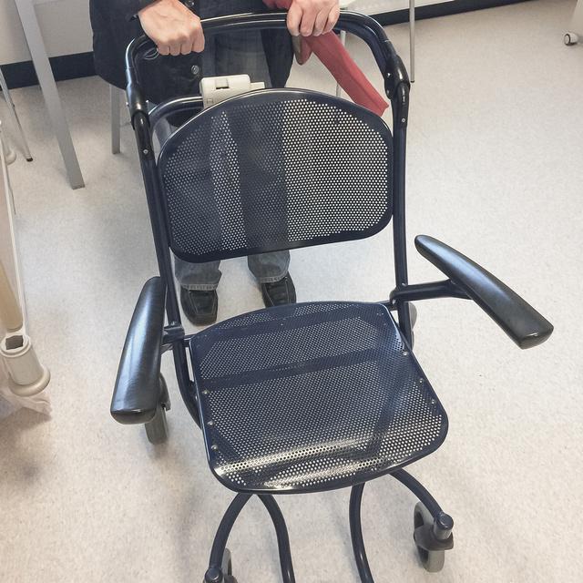 In de 'rolstoel' het ziekenhuis uit