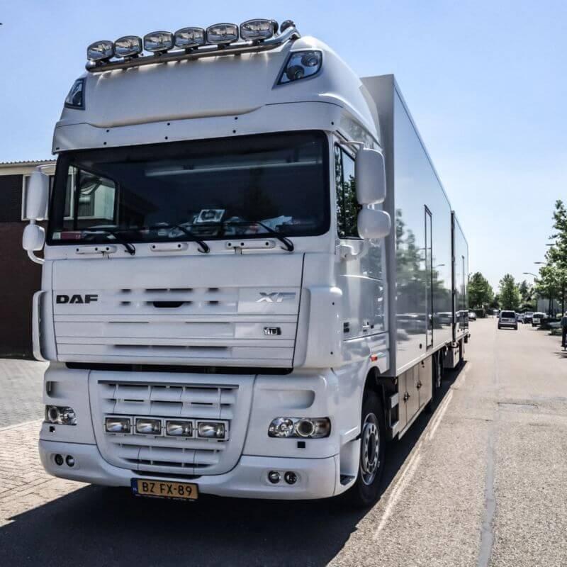 Witte DAF vrachtwagen