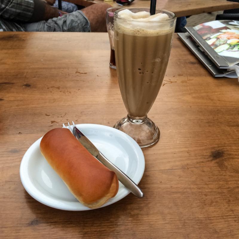 Worstenbrood met koffie