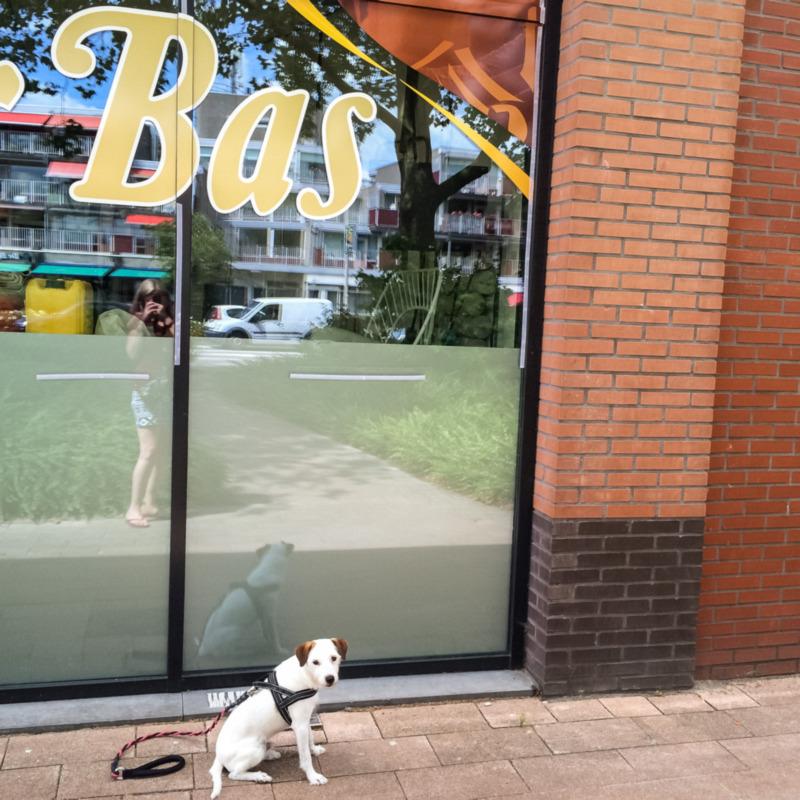 Bas heeft z'n eigen raambedrukking