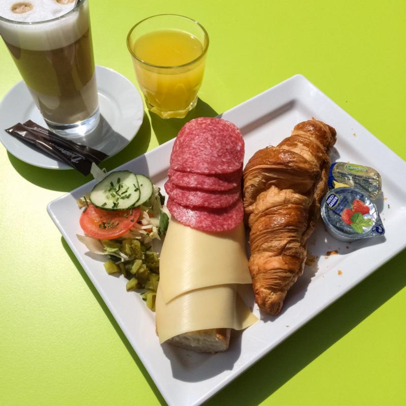 Frans ontbijtje in de zon!