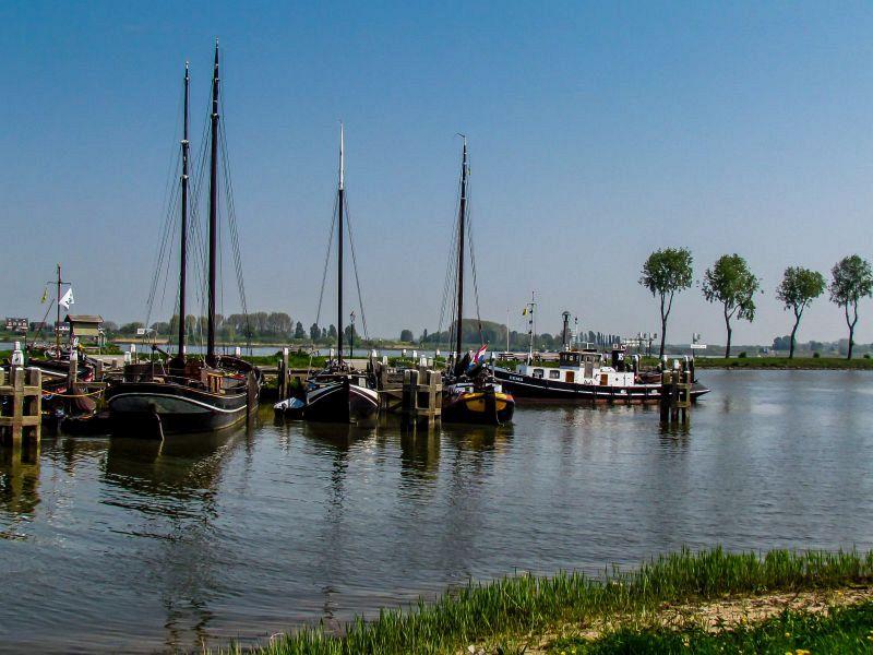 Historische haven Woudrichem (21-4-2011)