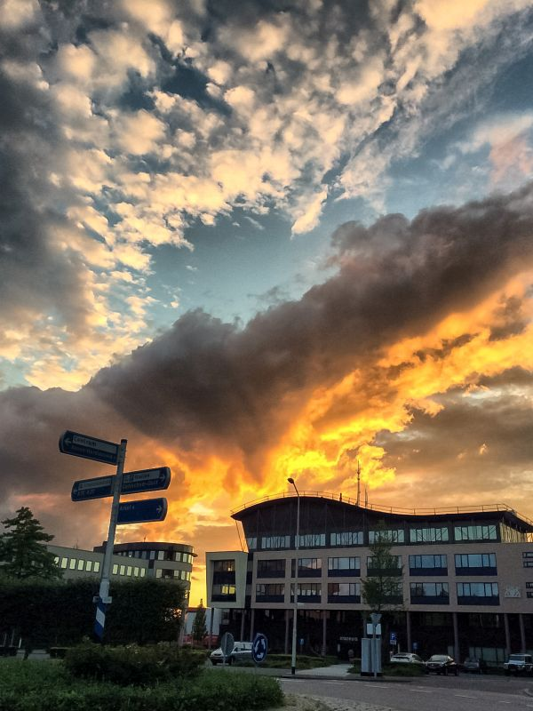 Stadhuis en zonsondergang