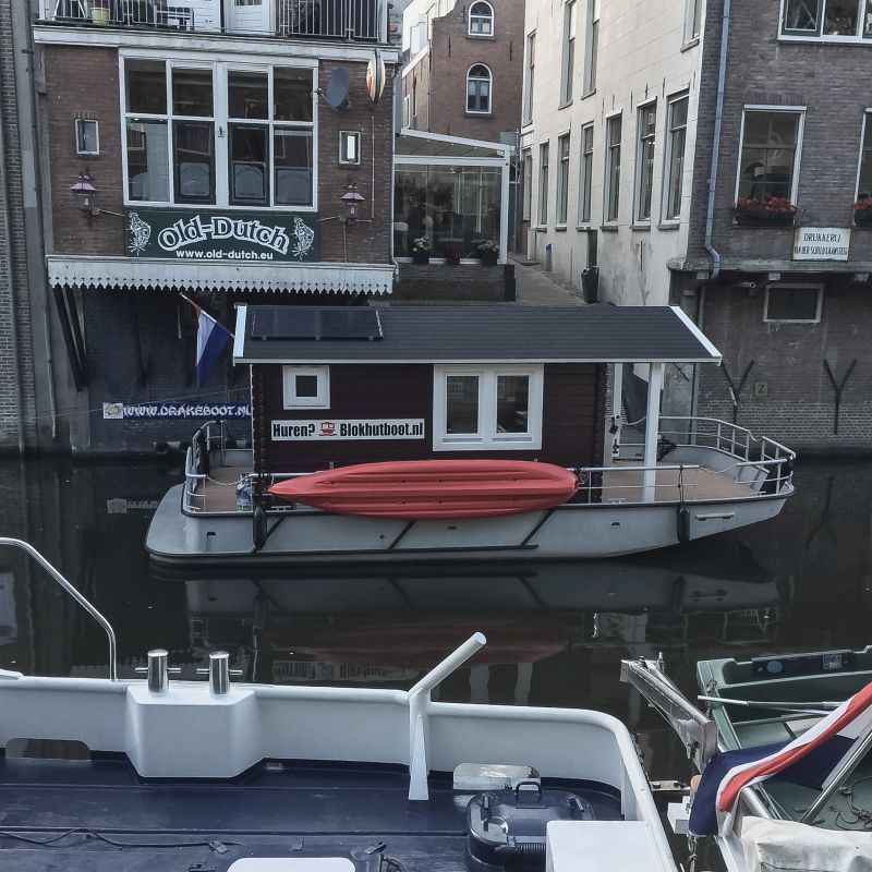 Gekke boot in de Lingehaven