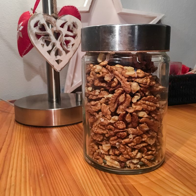 Potje noten gekraakt