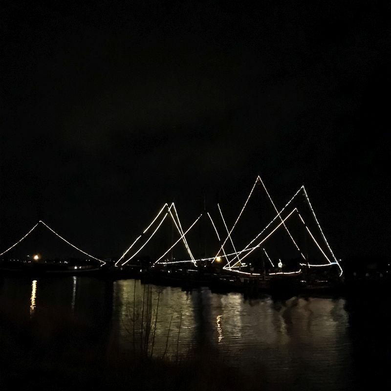 Verlichte boten in Woudrichem
