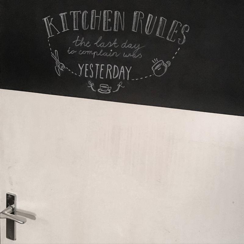 Krijtbord op de keukendeur!