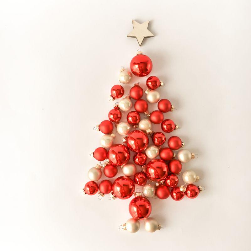 Kerstballen in de vorm van een kerstboom