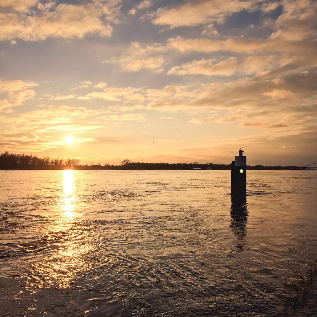 Merwede bij zonsondergang