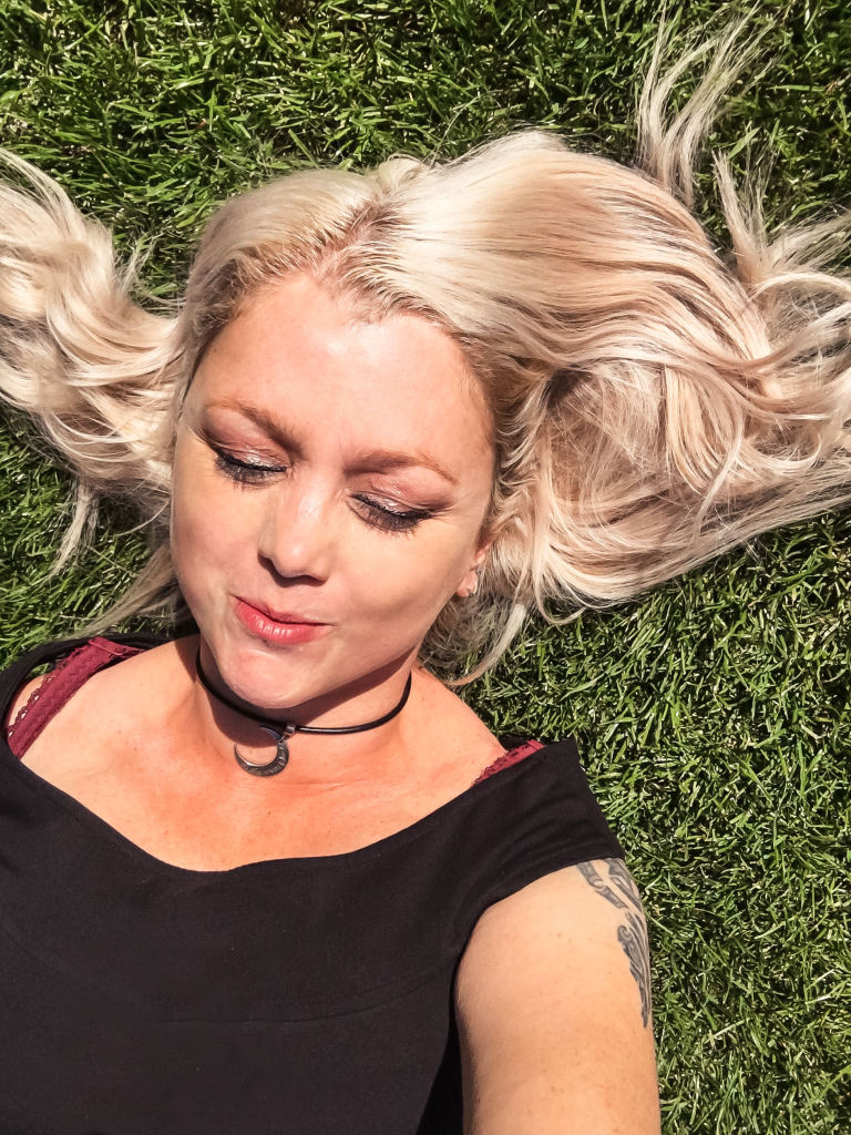 Selfie in het gras