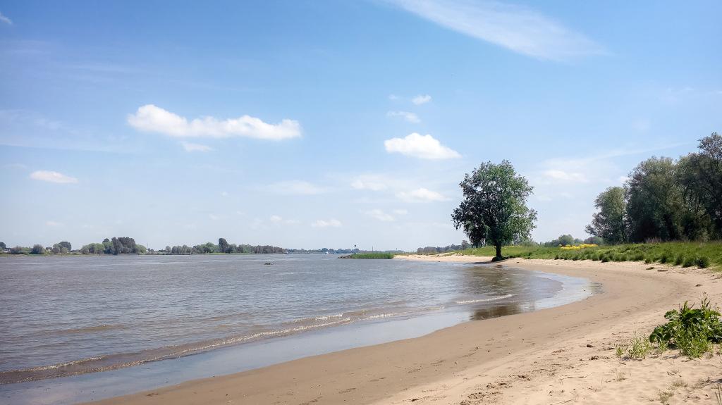 Strand bij Sleeuwijk