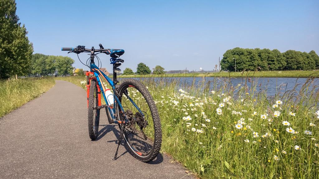 Mijn fiets aan het water