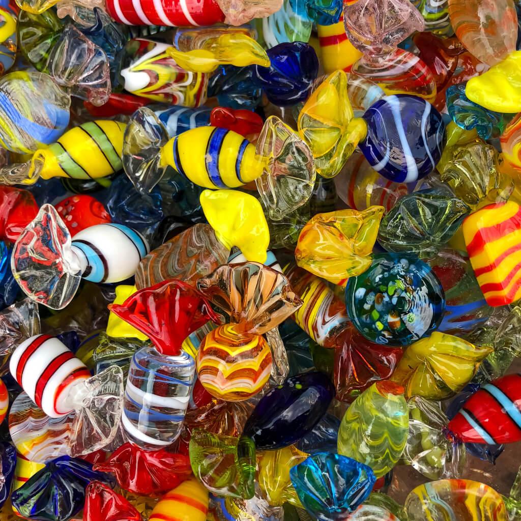 Glazen snoepjes in Leerdam