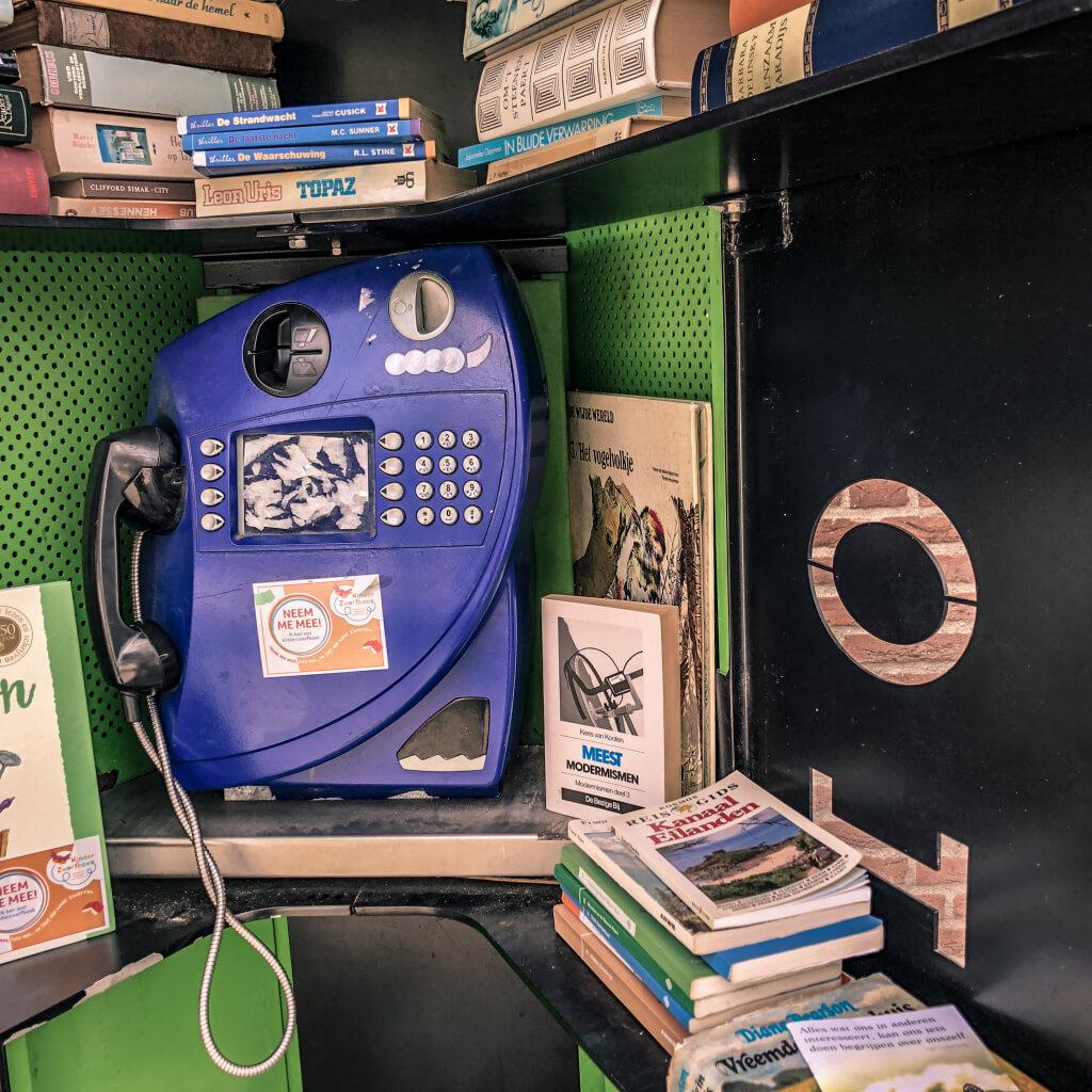 Telefooncel omgedoopt tot bibliotheek