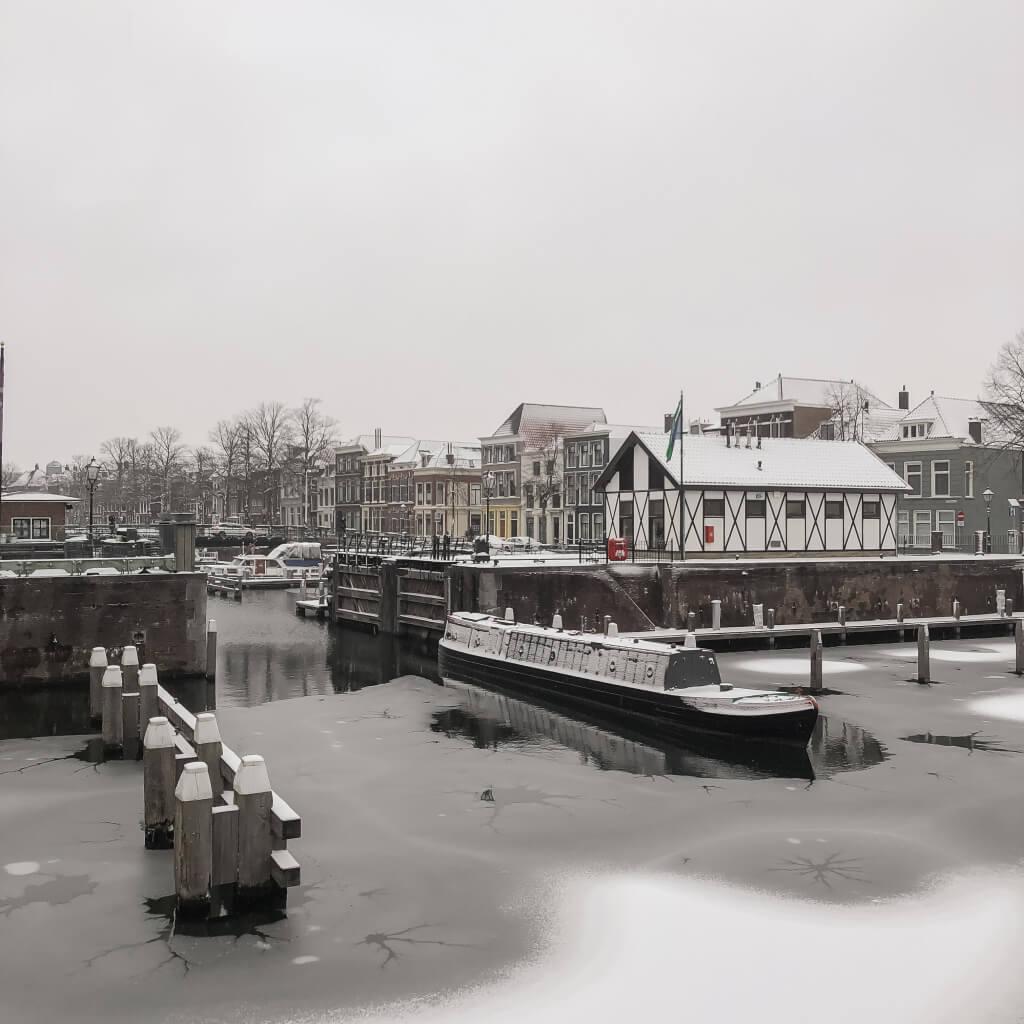 Sneeuw en vorst in de Lingehaven