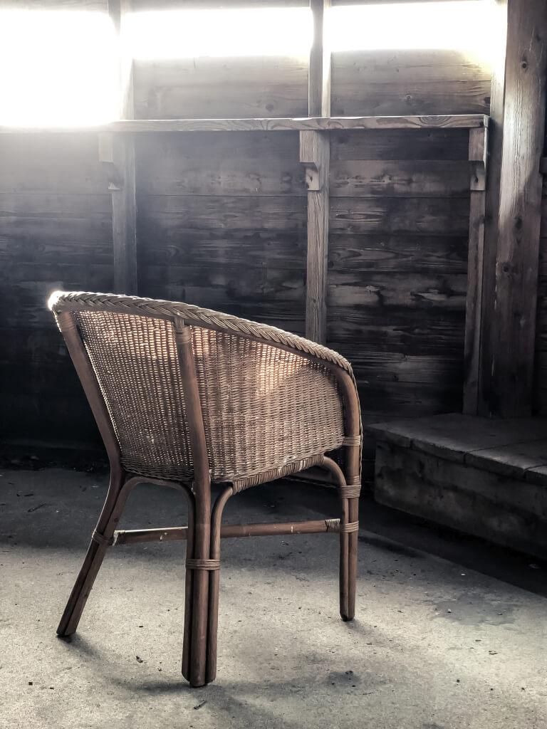 Een verlaten stoel