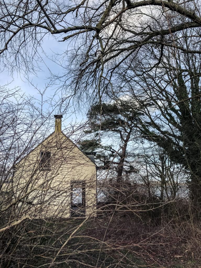 Verlaten huis in de Biesbosch