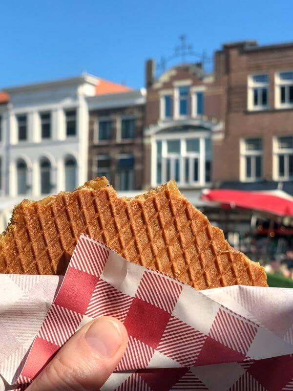 Stroopwafel eten in Gouda