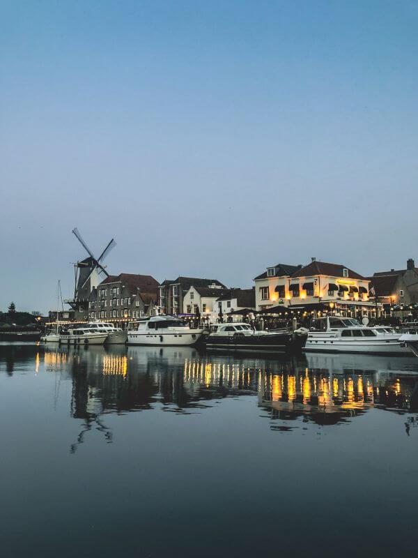 Reflectie in Willemstad