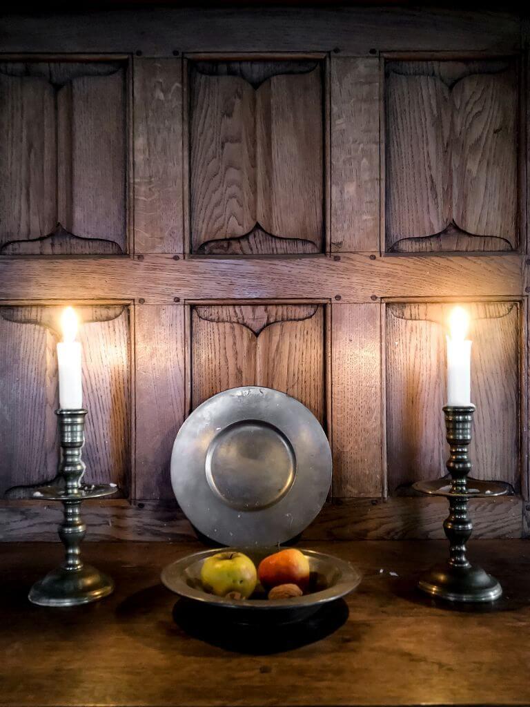 Kaarsen en een fruitschaal, Slot Loevestein