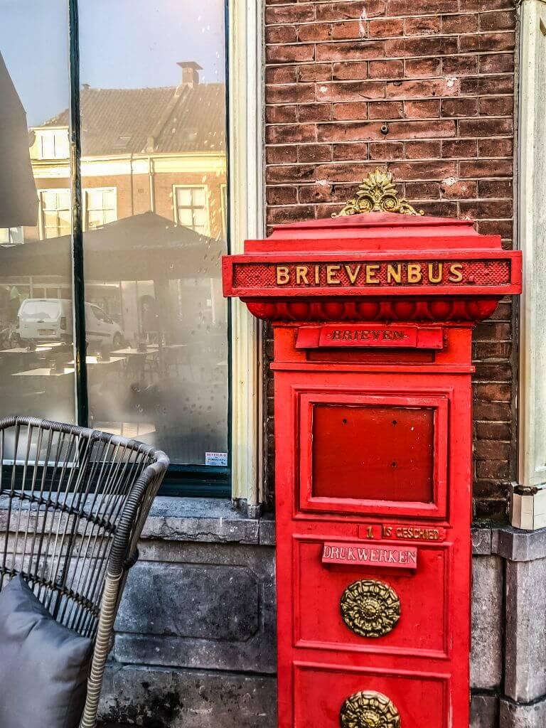 Schattige brievenbus