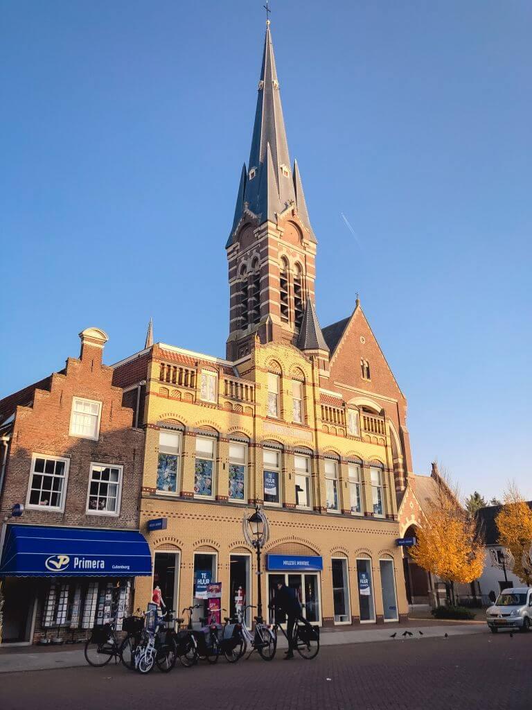 Een spits kerktorentje