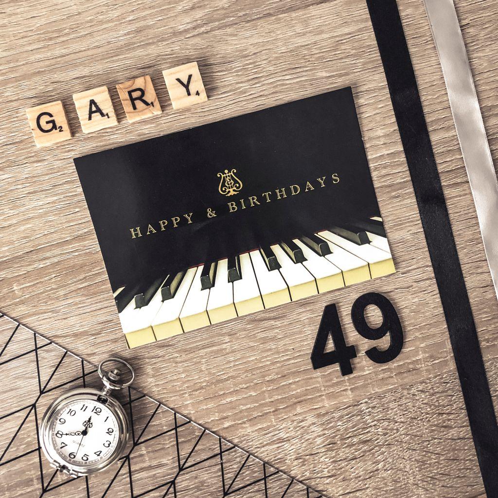 Flatlay foto met verjaardagskaart