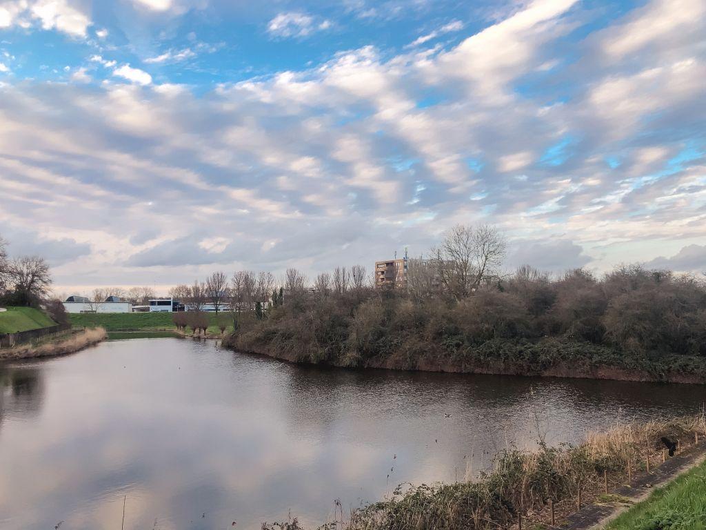 Mooie wolken boven de Oostgracht