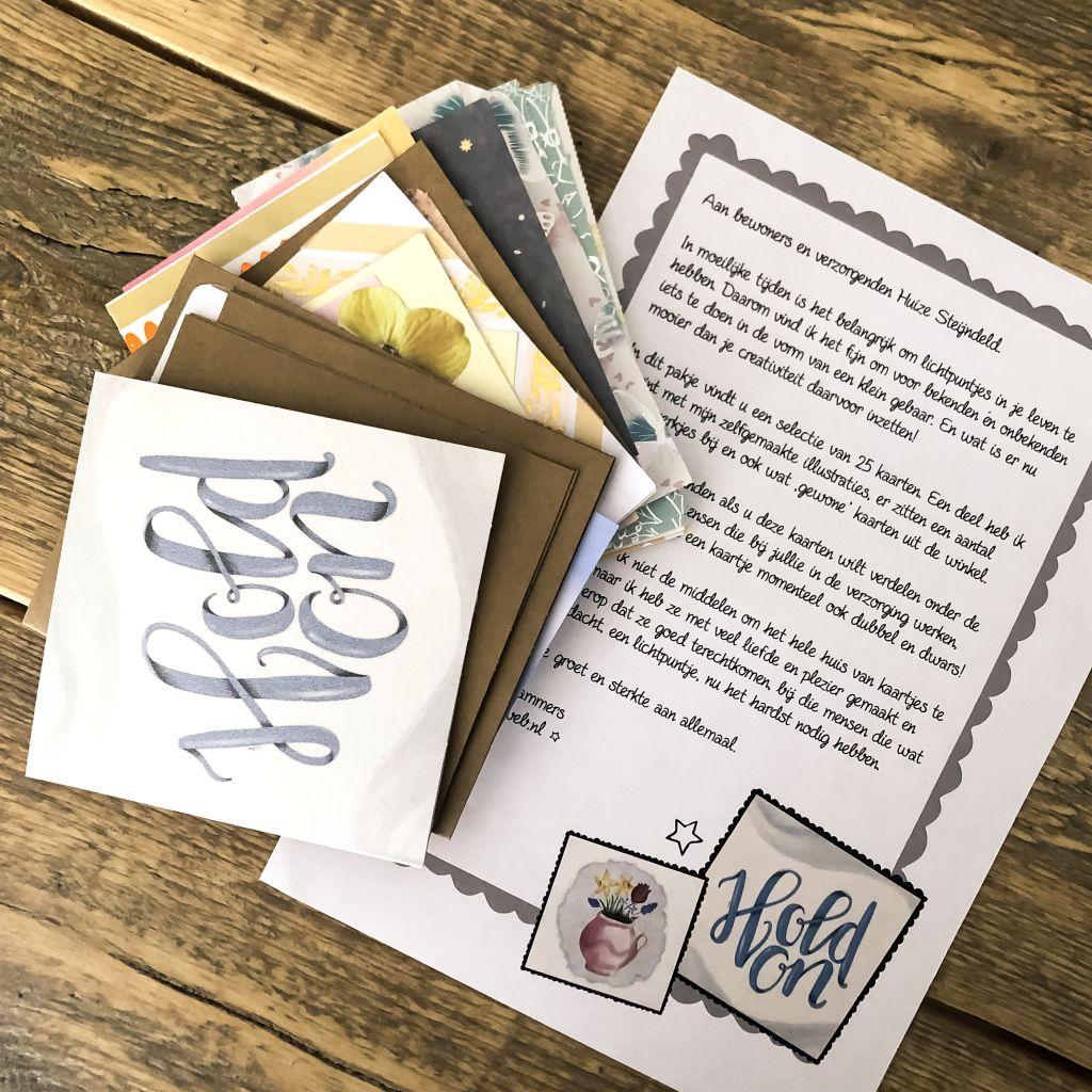 Stapel kaarten en een brief
