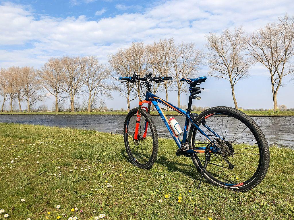 Mijn fiets bij de Linge