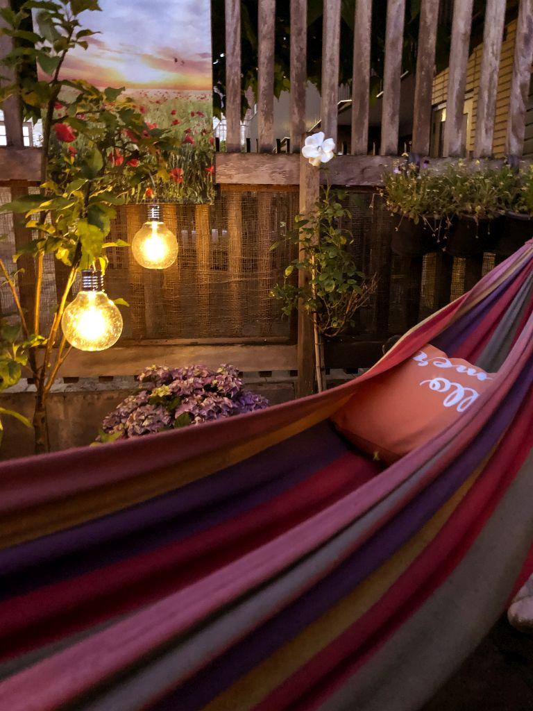 De tuin by night