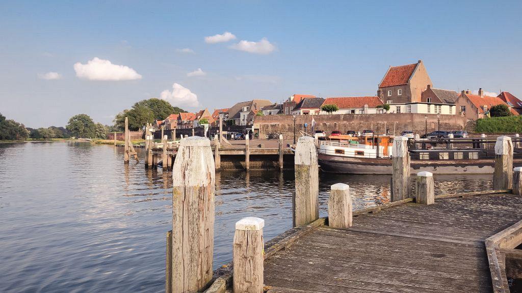 Woudrichem vanaf de Historische haven